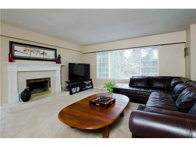 """Photo 2: Photos: 1675 58A Street in Tsawwassen: Beach Grove House for sale in """"BEACH GROVE"""" : MLS®# V1062770"""