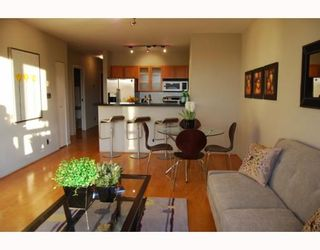 """Photo 4: 404 1688 CYPRESS Street in Vancouver: Kitsilano Condo for sale in """"YORKVILLE SOUTH"""" (Vancouver West)  : MLS®# V797521"""