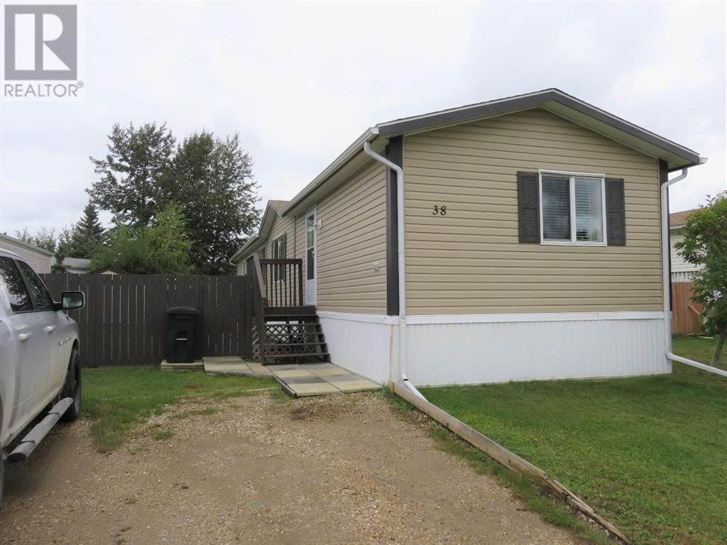 Main Photo: 38, 812 6 Avenue SW in Slave Lake: House for sale : MLS®# A1140933
