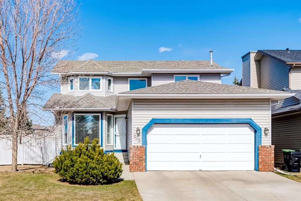 Main Photo: 205 Hawkmount Close NW in Calgary: Hawkwood Detached for sale : MLS®# A1092533