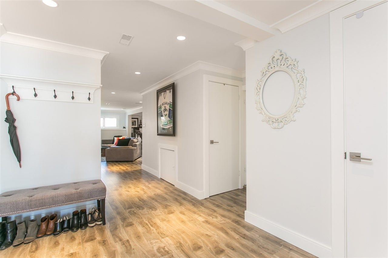 Photo 15: Photos: 3566 MOSCROP STREET in Vancouver: Collingwood VE House for sale (Vancouver East)  : MLS®# R2011358