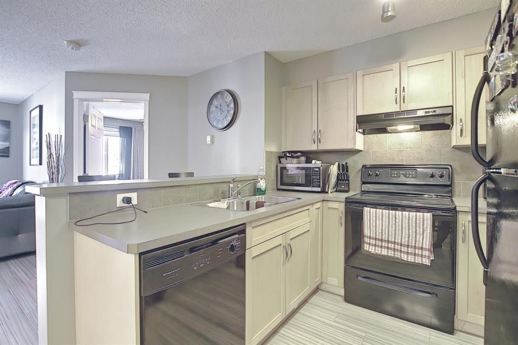 Photo 6: Photos: 2211 43 Country Village Lane NE in Calgary: Country Hills Village Apartment for sale : MLS®# A1085719