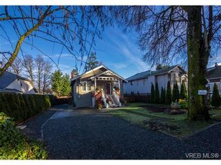 Photo 1: 910 Violet Ave in VICTORIA: SW Marigold House for sale (Saanich West)  : MLS®# 718525