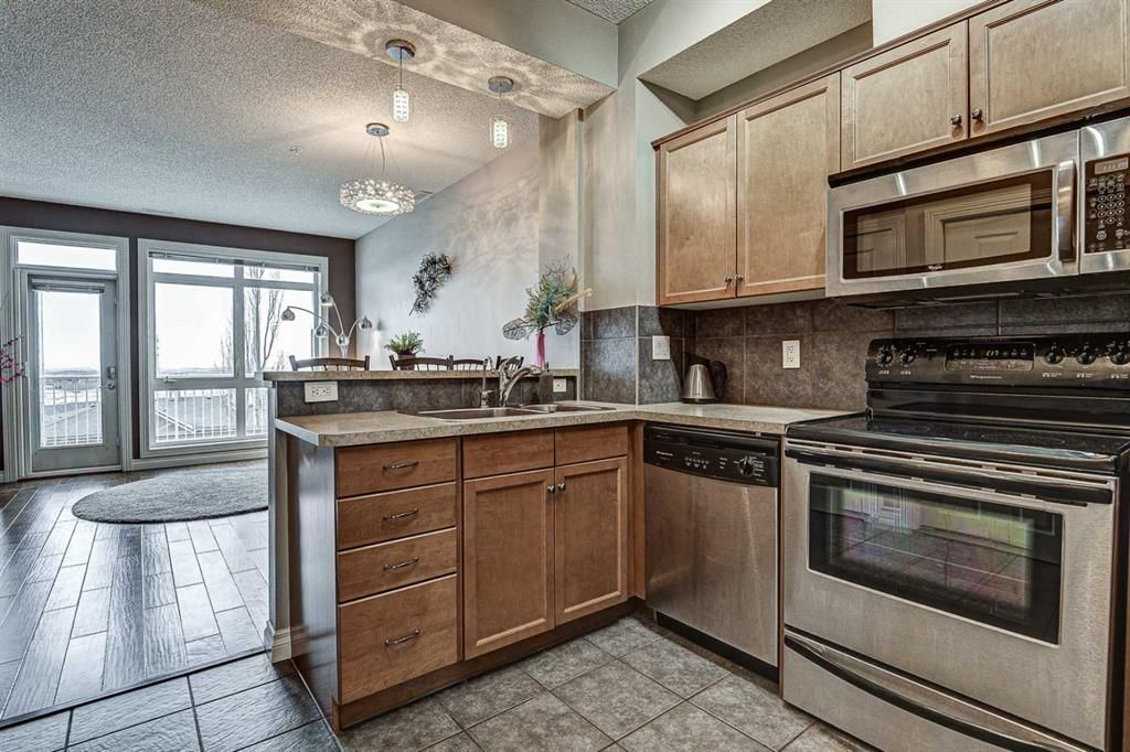 Main Photo: 7 124 Rockyledge View NW in Calgary: Rocky Ridge Row/Townhouse for sale : MLS®# A1111501