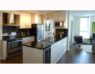 """Photo 3: 3006 188 KEEFER Place in Vancouver: Downtown VW Condo for sale in """"ESPANA - TOWER B"""" (Vancouver West)  : MLS®# V779742"""