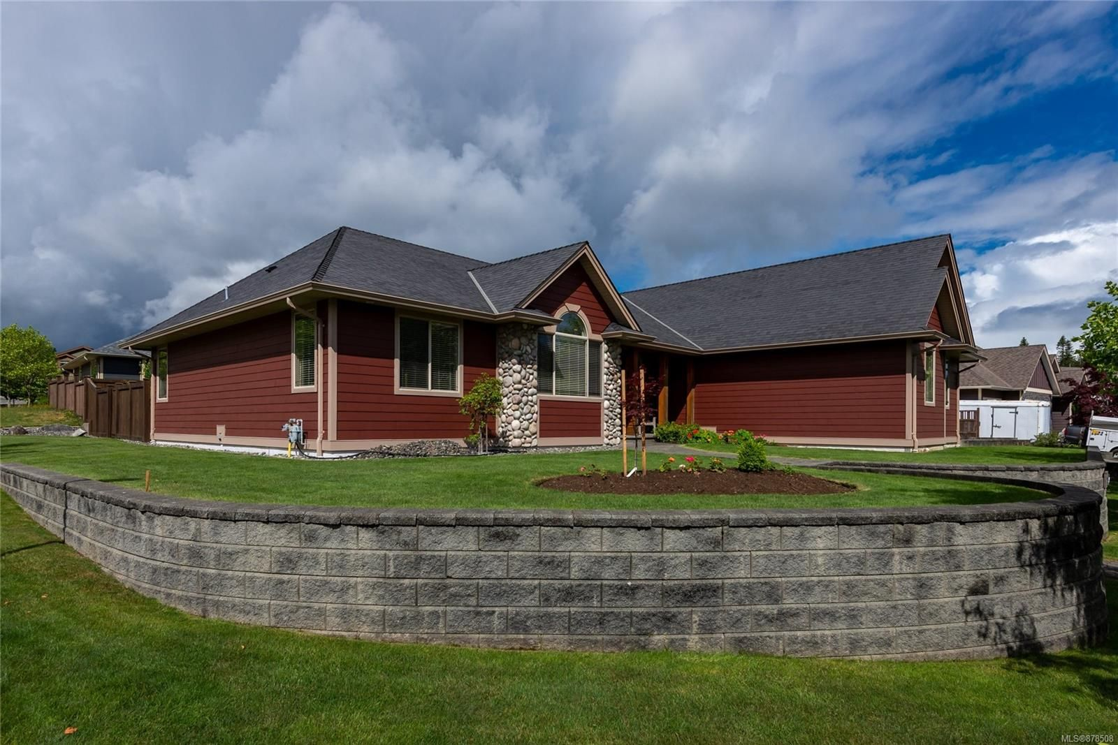 Main Photo: 301 Virginia Pl in : CR Willow Point House for sale (Campbell River)  : MLS®# 878508
