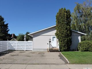 Photo 2: 50 McBurney Drive in Yorkton: Heritage Heights Residential for sale : MLS®# SK869630