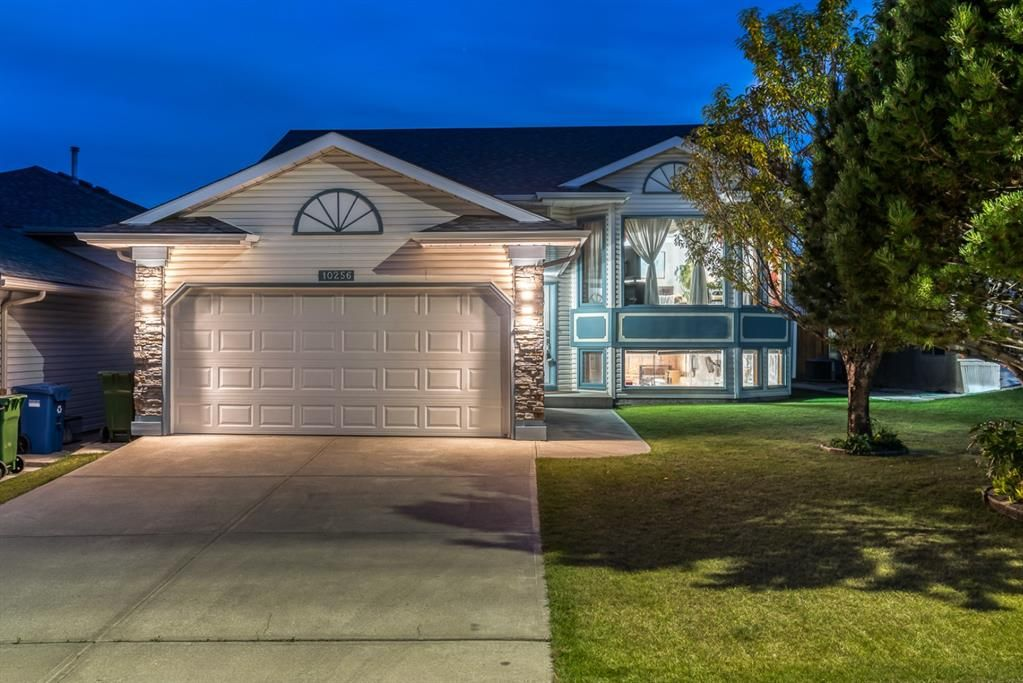 Main Photo: 10256 HIDDEN VALLEY Drive NW in Calgary: Hidden Valley Detached for sale : MLS®# A1036872