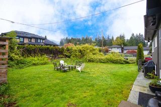 Photo 3: 902 WENTWORTH Avenue in North Vancouver: Forest Hills NV House for sale : MLS®# R2472343