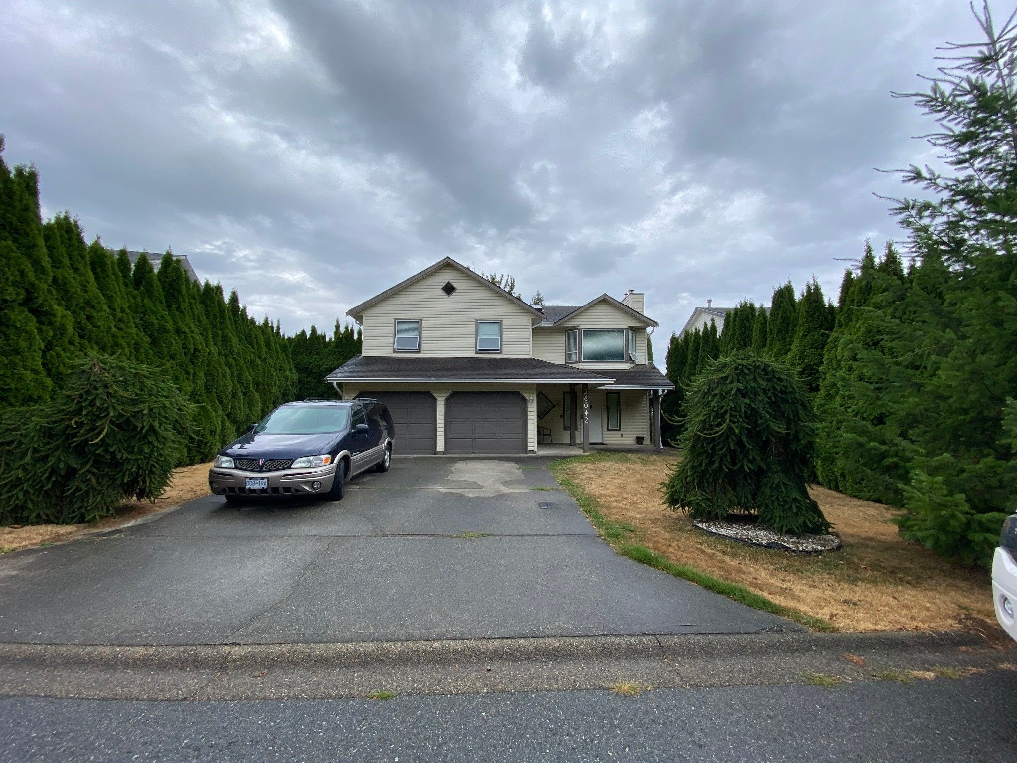 Main Photo: 36042 Southridge Pl in Abbotsford: Abbotsford East House for rent