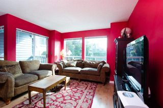 """Photo 4: 2309 RIVERWOOD Way in Vancouver: South Marine Townhouse for sale in """"Southshore"""" (Vancouver East)  : MLS®# R2410470"""