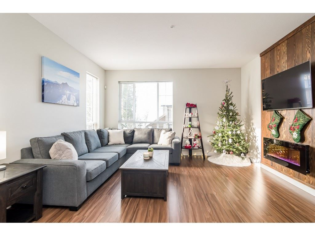 "Photo 4: Photos: #54 4967 220 Street in Langley: Murrayville Townhouse for sale in ""Winchester Estates"" : MLS®# R2527374"