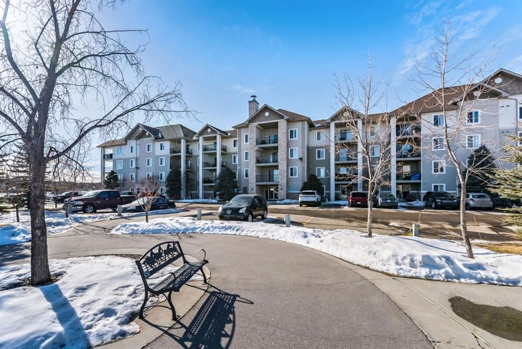 Main Photo: 2312 12 Cimarron Common: Okotoks Apartment for sale : MLS®# A1074410
