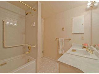 """Photo 12: 711 15111 RUSSELL Avenue: White Rock Condo for sale in """"Pacific Terrace"""" (South Surrey White Rock)  : MLS®# F1425012"""