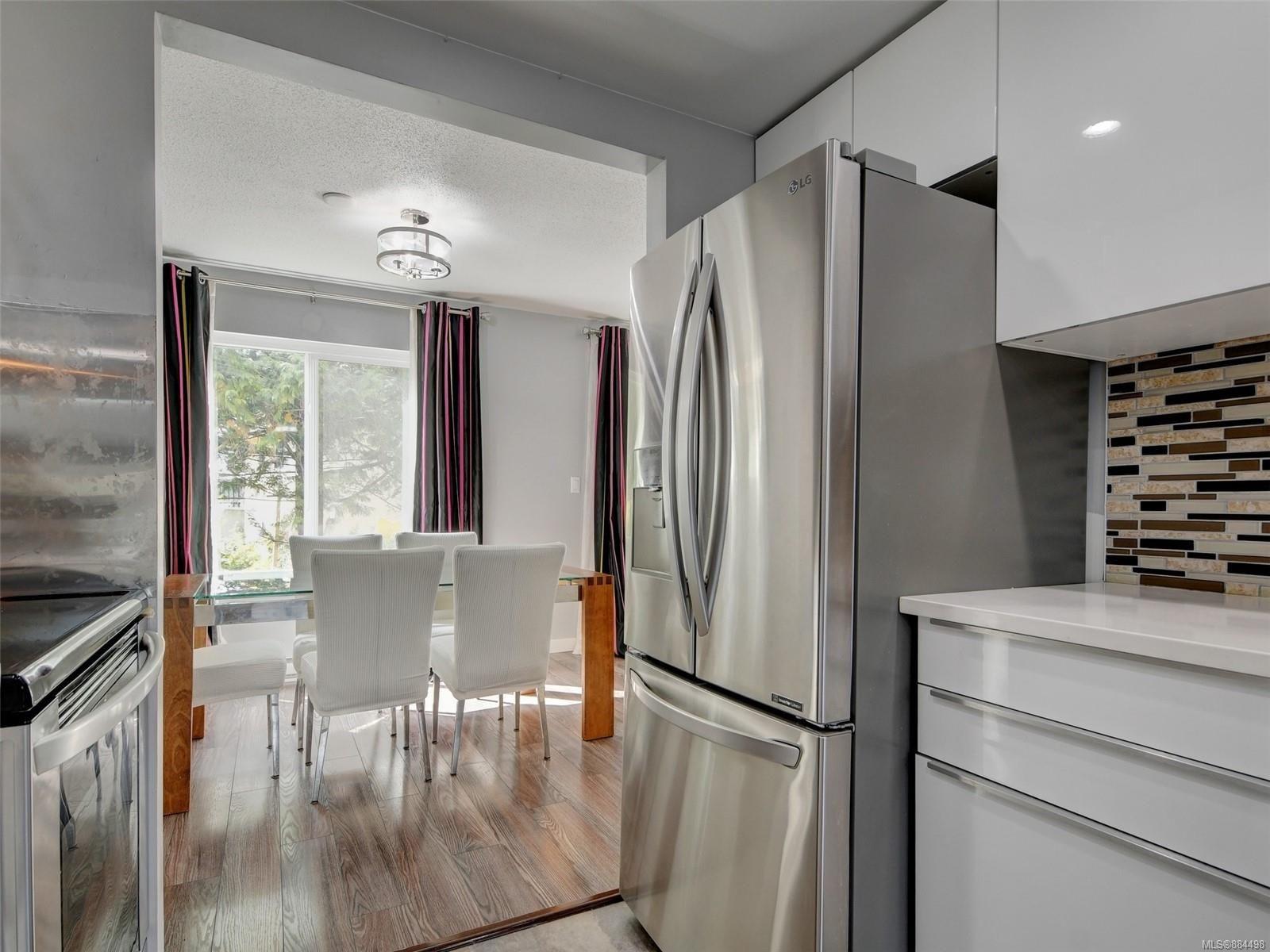 Main Photo: 533 Crossandra Cres in : SW Tillicum Row/Townhouse for sale (Saanich West)  : MLS®# 884498