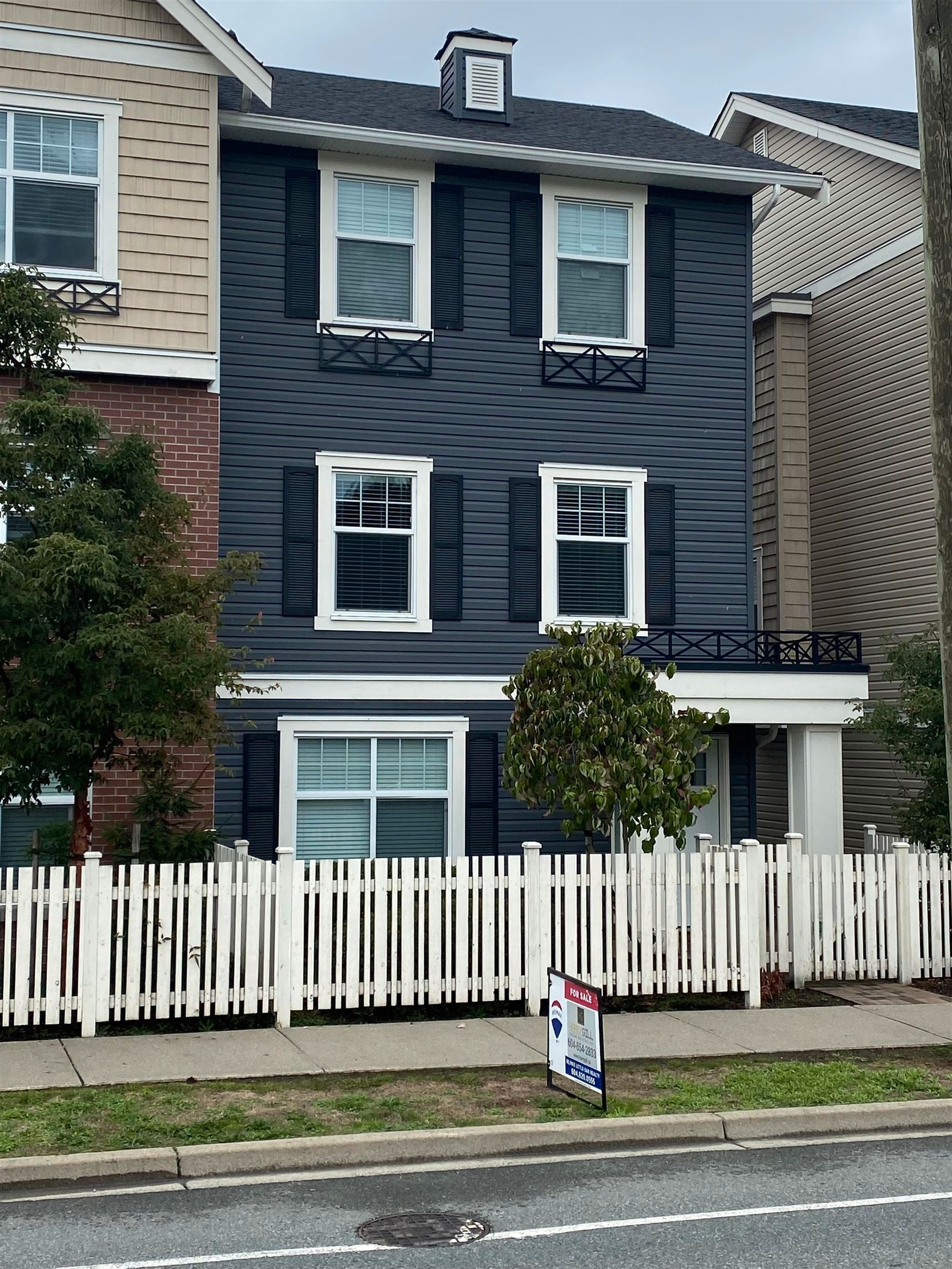 """Main Photo: 201 32789 BURTON Avenue in Mission: Mission BC Townhouse for sale in """"SILVER CREEK"""" : MLS®# R2621535"""
