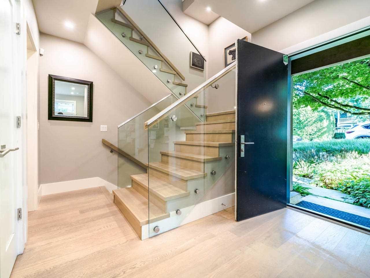 Main Photo: 2070 FULTON Avenue in West Vancouver: Ambleside 1/2 Duplex for sale : MLS®# R2488830