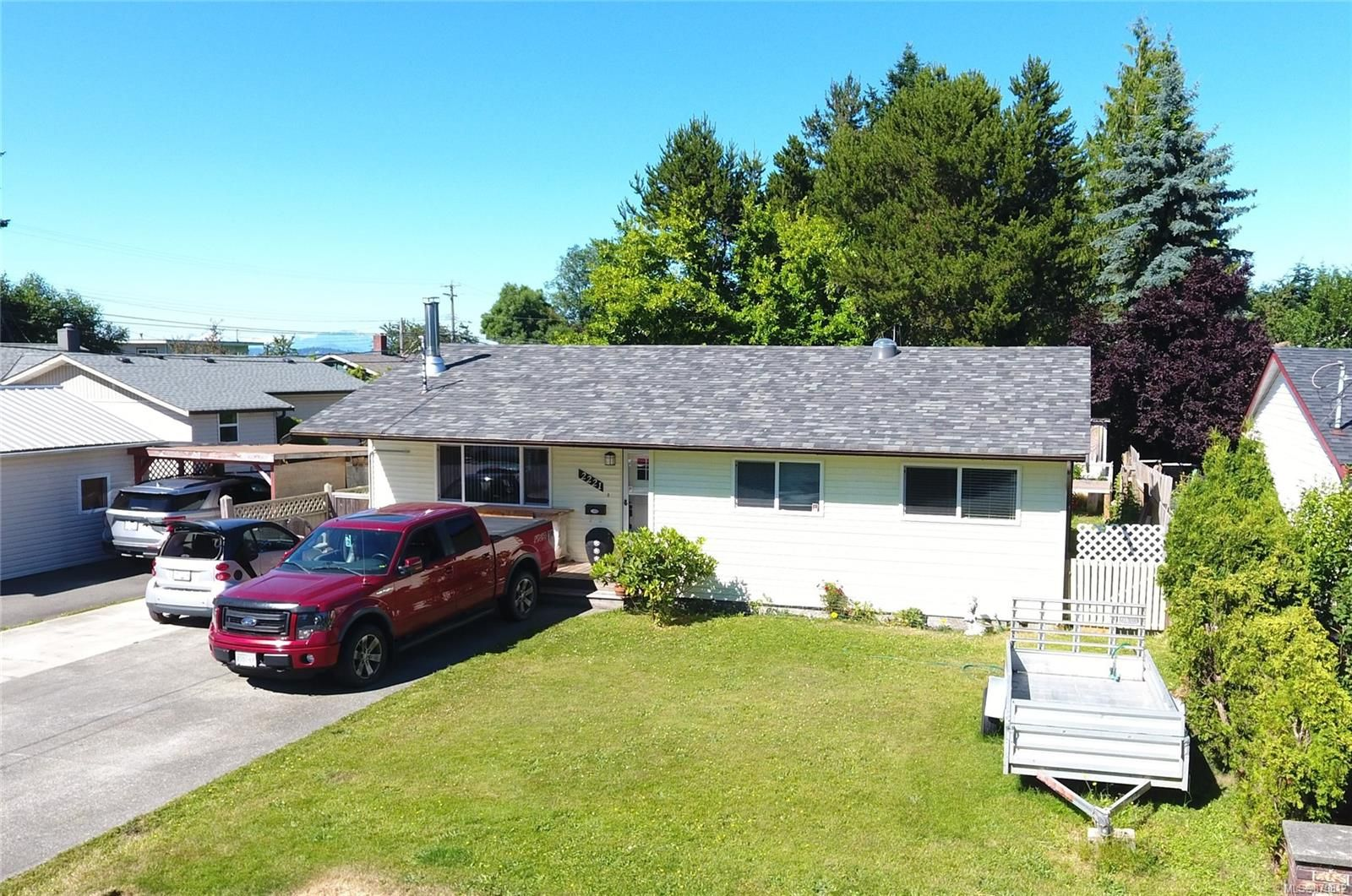 Main Photo: 2221 Eardley Rd in Campbell River: CR Willow Point House for sale : MLS®# 879812