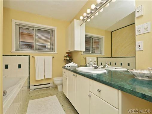 Photo 13: Photos: 1629 Kisber Ave in VICTORIA: SE Mt Tolmie House for sale (Saanich East)  : MLS®# 711136