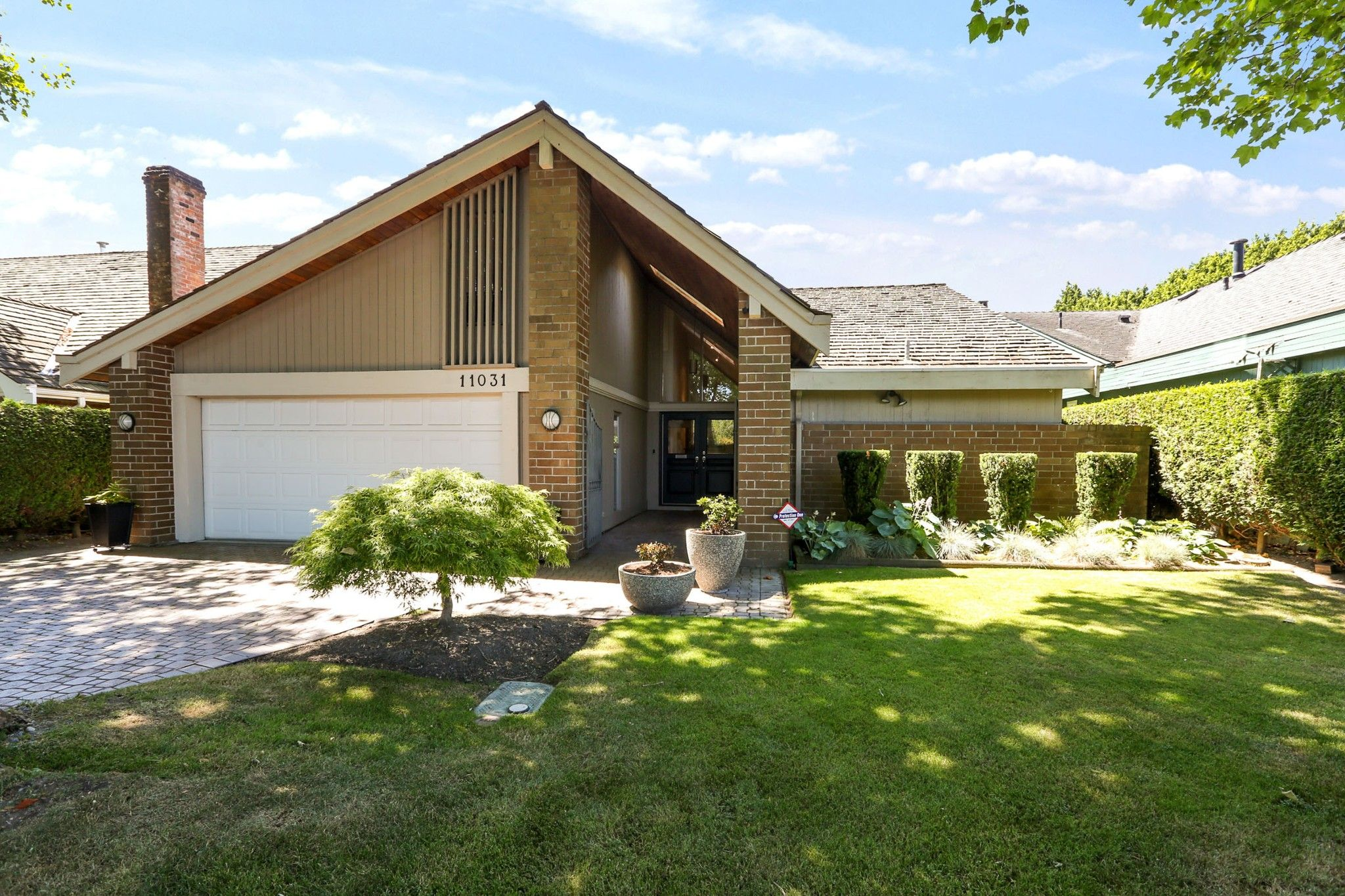 """Main Photo: 11031 SWALLOW Drive in Richmond: Westwind House for sale in """"Westwind"""" : MLS®# R2596863"""