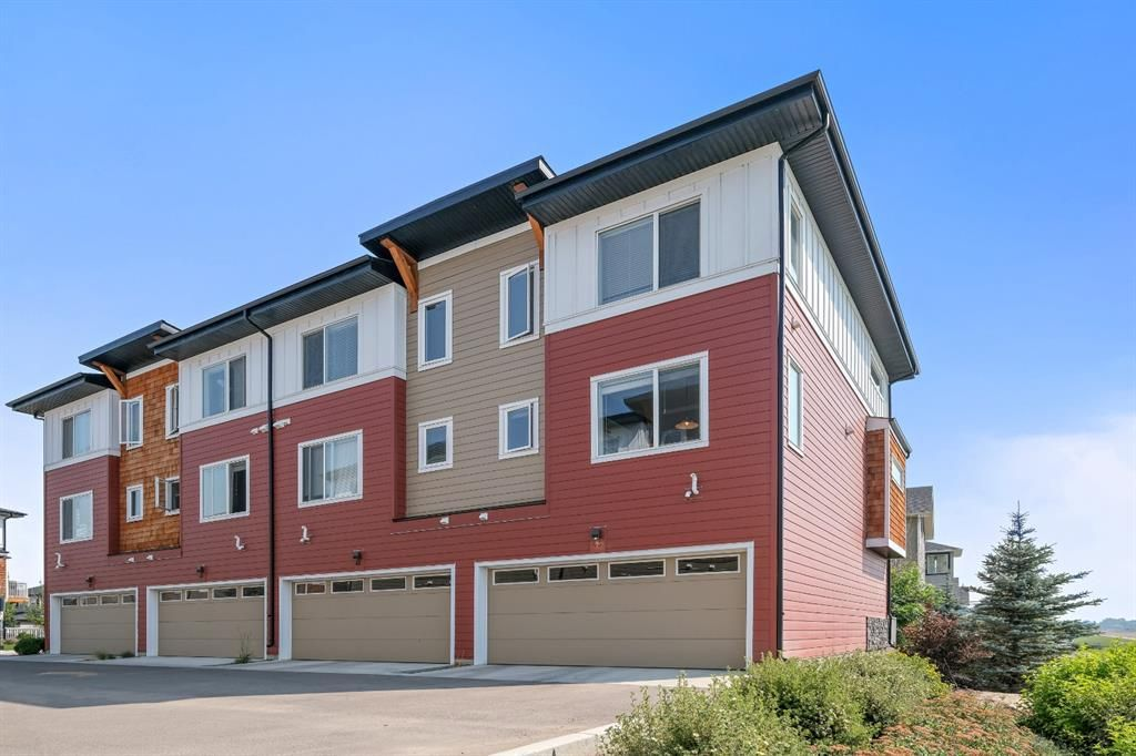Main Photo: 43 111 Rainbow Falls Gate: Chestermere Row/Townhouse for sale : MLS®# A1132363