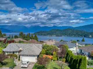"Photo 40: 503 EAGLECREST Drive in Gibsons: Gibsons & Area House for sale in ""Oceanount Estates"" (Sunshine Coast)  : MLS®# R2493447"