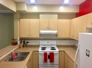 """Photo 12: 8 123 SEVENTH Street in New Westminster: Uptown NW Townhouse for sale in """"Royal City Terrace"""" : MLS®# R2200367"""