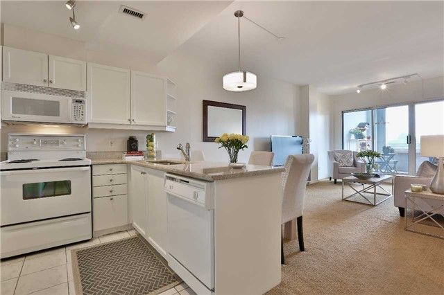 Photo 1: Photos: 301 600 E Eglinton Avenue in Toronto: Mount Pleasant East Condo for sale (Toronto C10)  : MLS®# C3815642