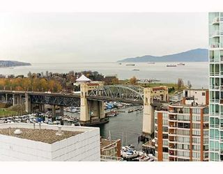 """Photo 8: PH1 1500 HOWE Street in Vancouver: False Creek North Condo for sale in """"DISCOVERY"""" (Vancouver West)  : MLS®# V677666"""