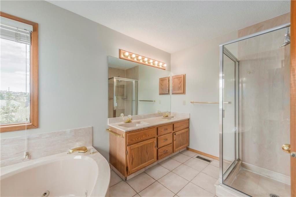 Photo 20: Photos: 2603 SIGNAL RIDGE View SW in Calgary: Signal Hill House for sale : MLS®# C4177922
