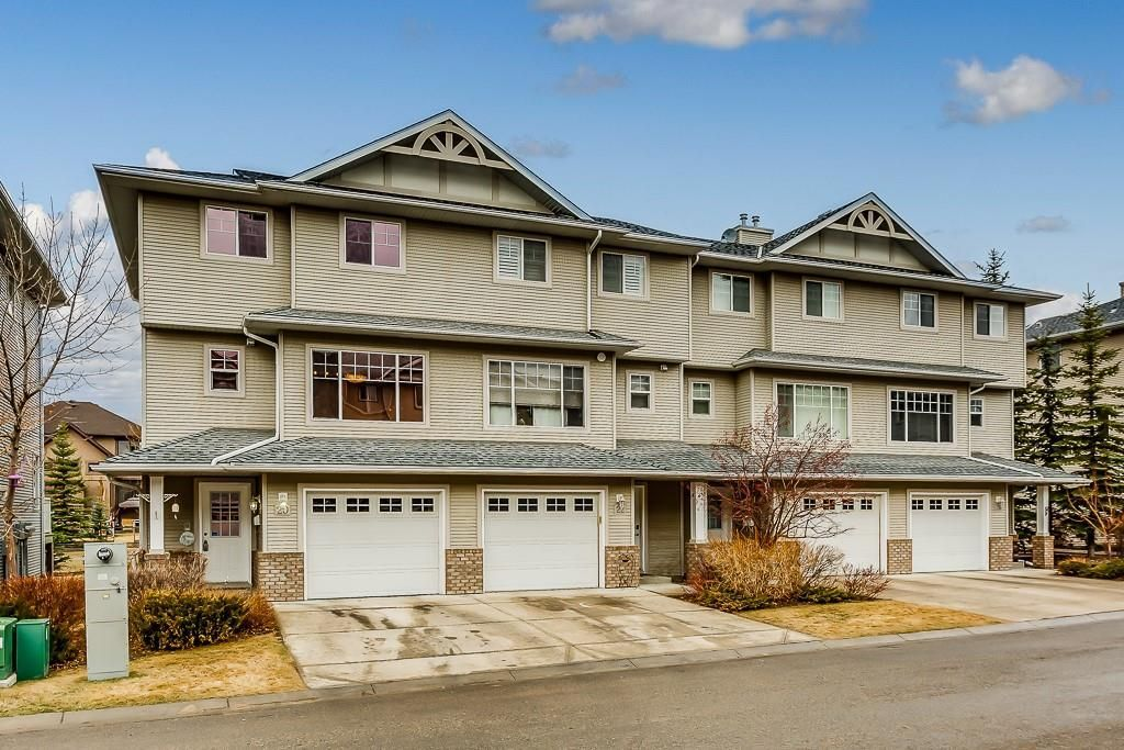 Main Photo: 20 CRYSTAL SHORES Cove: Okotoks Row/Townhouse for sale : MLS®# C4238313
