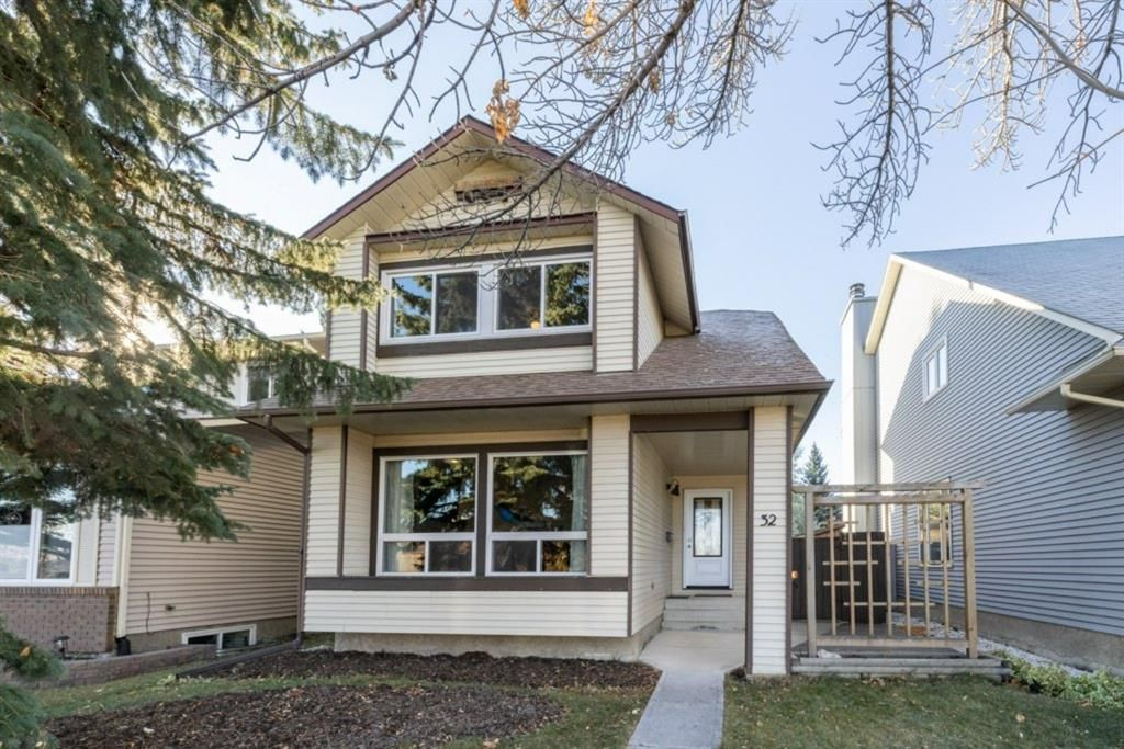 Main Photo: 32 Berkshire Close NW in Calgary: Beddington Heights Detached for sale : MLS®# A1154125