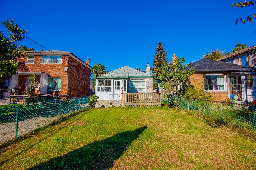 Main Photo: 106 Virginia Avenue in Toronto: Danforth Village-East York House (Bungalow) for sale (Toronto E03)  : MLS®# E3348813