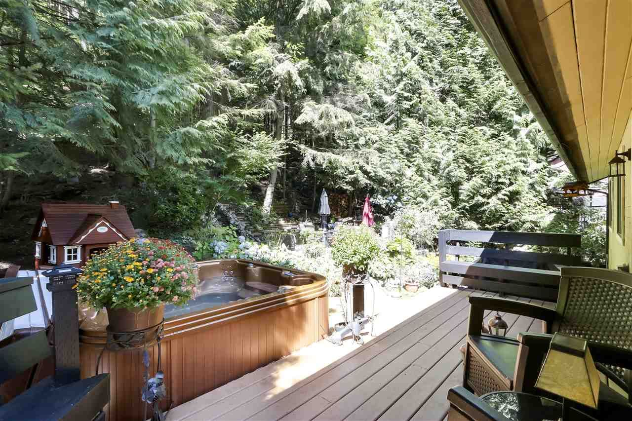 """Photo 16: Photos: 4727 MOUNTAIN Highway in North Vancouver: Lynn Valley House for sale in """"Upper Lynn"""" : MLS®# R2491401"""