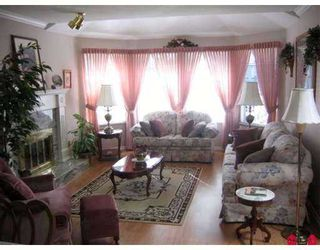 Photo 2: 15759 98A Ave in Surrey: Guildford House for sale (North Surrey)  : MLS®# F2707342
