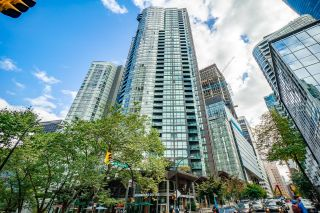 """Photo 1: 1204 1189 MELVILLE Street in Vancouver: Coal Harbour Condo for sale in """"Melville"""" (Vancouver West)  : MLS®# R2625785"""