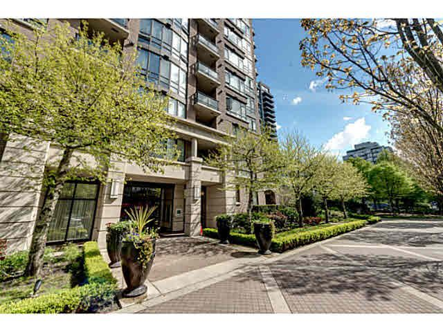 """Main Photo: 303 170 W 1ST Street in North Vancouver: Lower Lonsdale Condo for sale in """"ONE PARKLANE"""" : MLS®# V1117348"""
