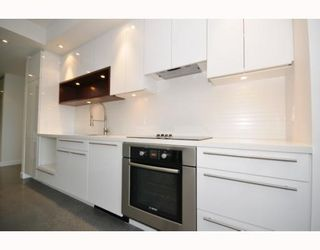 """Photo 3: 418 256 E 2ND Avenue in Vancouver: Mount Pleasant VE Condo for sale in """"JACOBSEN"""" (Vancouver East)  : MLS®# V808511"""