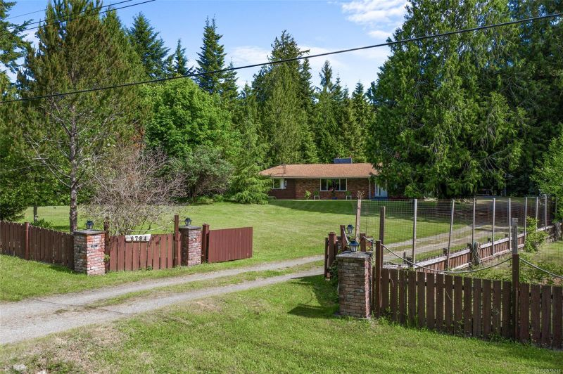 FEATURED LISTING: 6784 Pascoe Rd