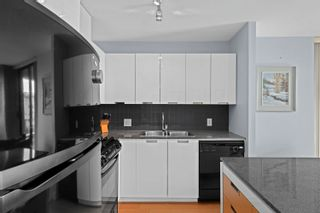 """Photo 8: 401 151 W 2ND Street in North Vancouver: Lower Lonsdale Condo for sale in """"SKY"""" : MLS®# R2615924"""
