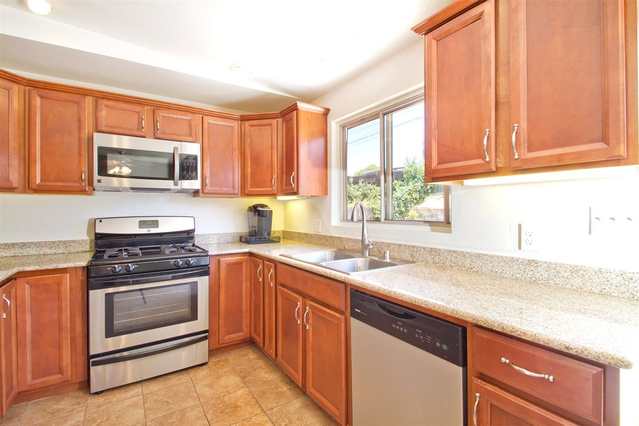 Main Photo: CLAIREMONT House for sale : 3 bedrooms : 5141 Cole Street in San Diego