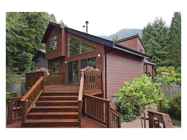 Main Photo: 5527 HUCKLEBERRY LN in North Vancouver: Grouse Woods House for sale : MLS®# V910533