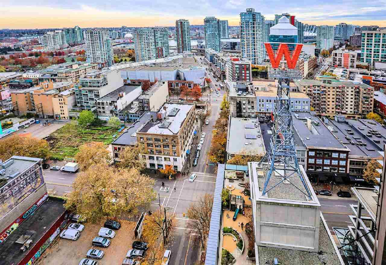 """Photo 19: Photos: 2404 108 W CORDOVA Street in Vancouver: Downtown VW Condo for sale in """"Woodwards"""" (Vancouver West)  : MLS®# R2419147"""