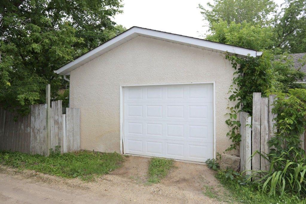 Photo 19: Photos: 834 Oakenwald Avenue in Winnipeg: Fort Garry Single Family Detached for sale (1J)  : MLS®# 1718606