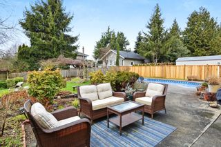 """Photo 18: 5445 185 Street in Surrey: Cloverdale BC House for sale in """"HUNTER PARK"""" (Cloverdale)  : MLS®# R2243893"""