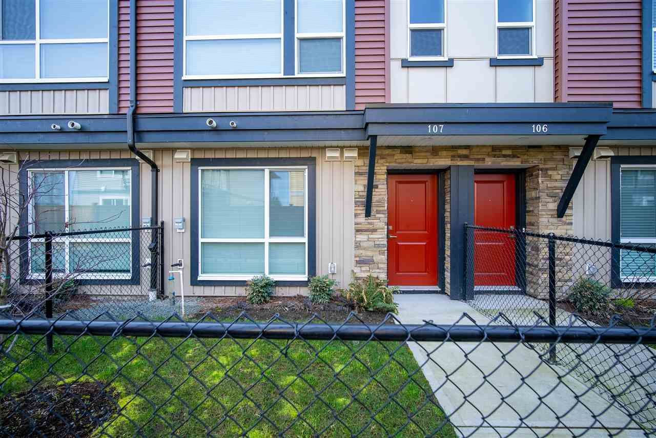 """Main Photo: 107 8413 MIDTOWN Way in Chilliwack: Chilliwack W Young-Well Townhouse for sale in """"MIDTOWN ONE"""" : MLS®# R2552279"""