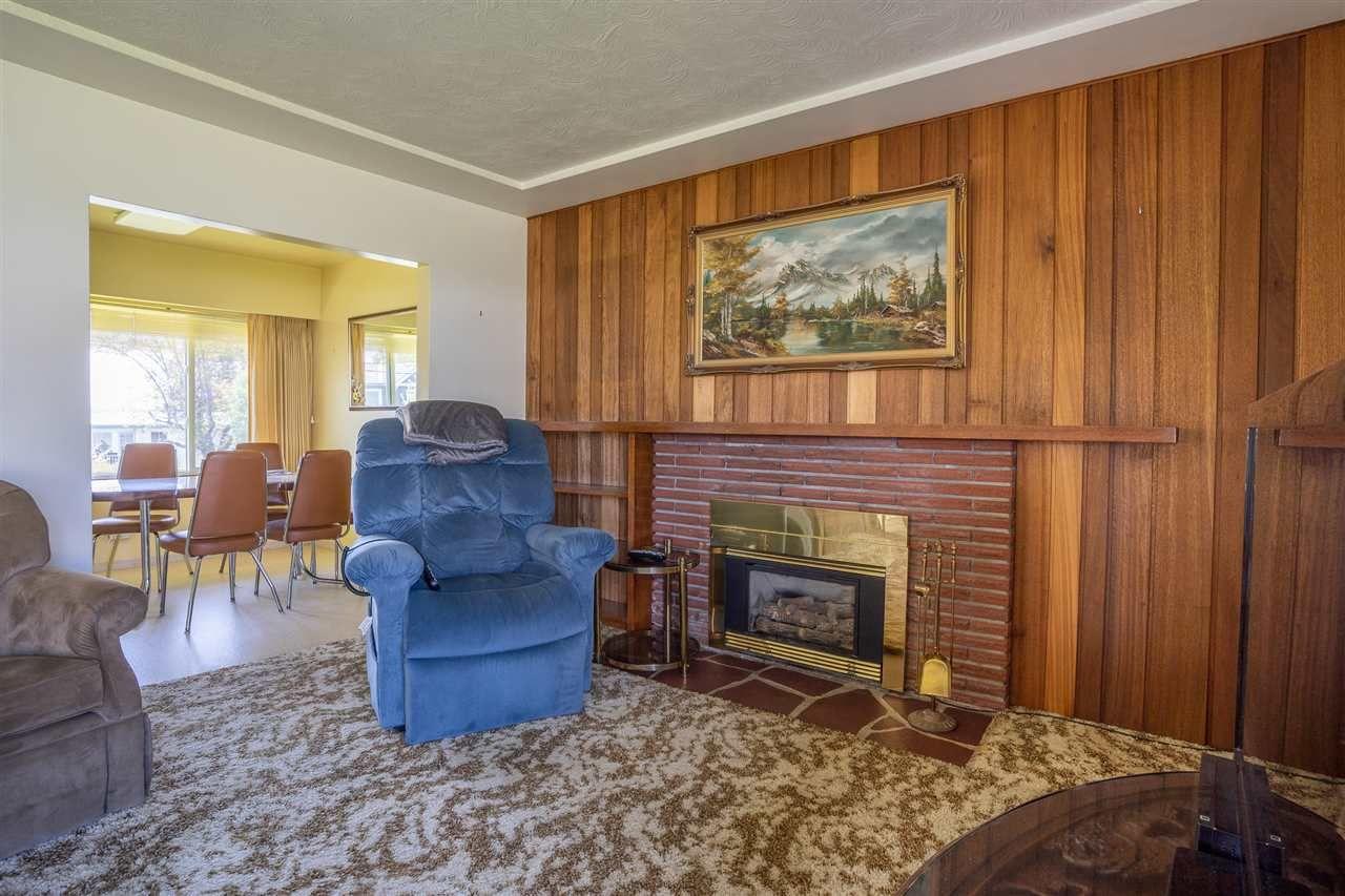 "Photo 7: Photos: 6420 AUBREY Street in Burnaby: Parkcrest House for sale in ""PARKCREST"" (Burnaby North)  : MLS®# R2365057"