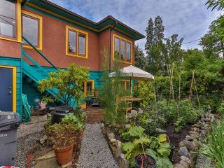 """Photo 3: 1976 NAPIER Street in Vancouver: Grandview VE House for sale in """"COMMERCIAL DRIVE"""" (Vancouver East)  : MLS®# R2082902"""