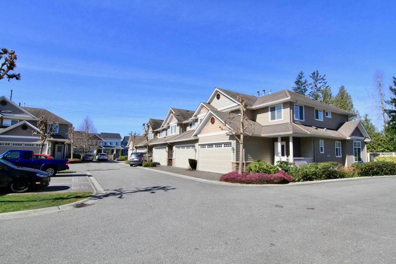 """Photo 2: Photos: 11 32849 EGGLESTONE Avenue in Mission: Mission BC Townhouse for sale in """"CEDAR VALLEY ESTATE"""" : MLS®# R2550175"""