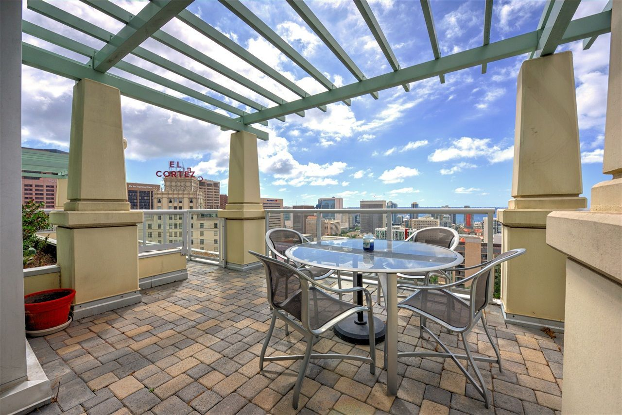 Main Photo: DOWNTOWN Condo for sale : 3 bedrooms : 850 Beech St #1804 in San Diego